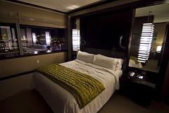 A cozy hotel room